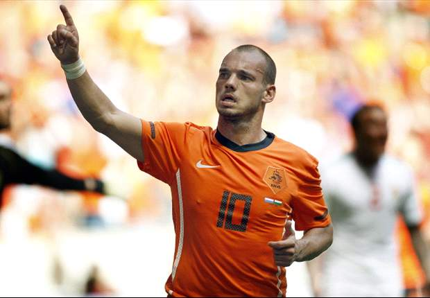 World Cup 2010: Netherlands star Wesley Sneijder insists there is no row with Robin van Persie