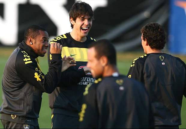 Video: Robinho Versus Kaka Crossbar Challenge In Brazil Training