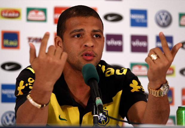 World Cup 2010: Brazil's Felipe Melo Returns To Training Ahead Of Netherlands Clash