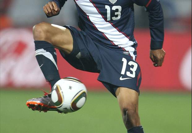 Houston signs midfielder Ricardo Clark