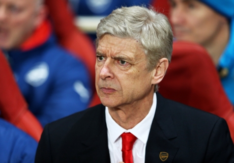'Wenger's management is not good enough'