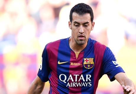 Busquets stretchered off for Barcelona