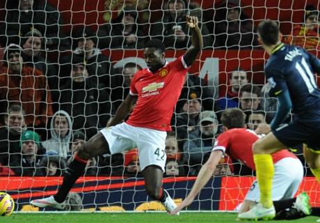 Manchester United: Blackett verlängert