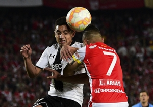 Leo Cáceres ante Luis Arias.