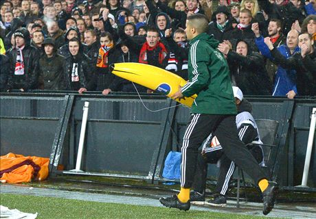 Inflatable banana 'not racist' - Feyenoord
