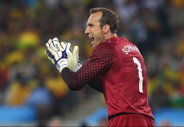 Arsenal close to deal for Fulham goalkeeper Mark Schwarzer after making £3.5m bid - report