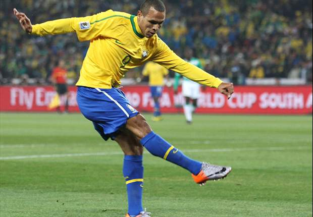 Brazil Star Striker Luis Fabiano: It's Either Manchester United Or AC Milan