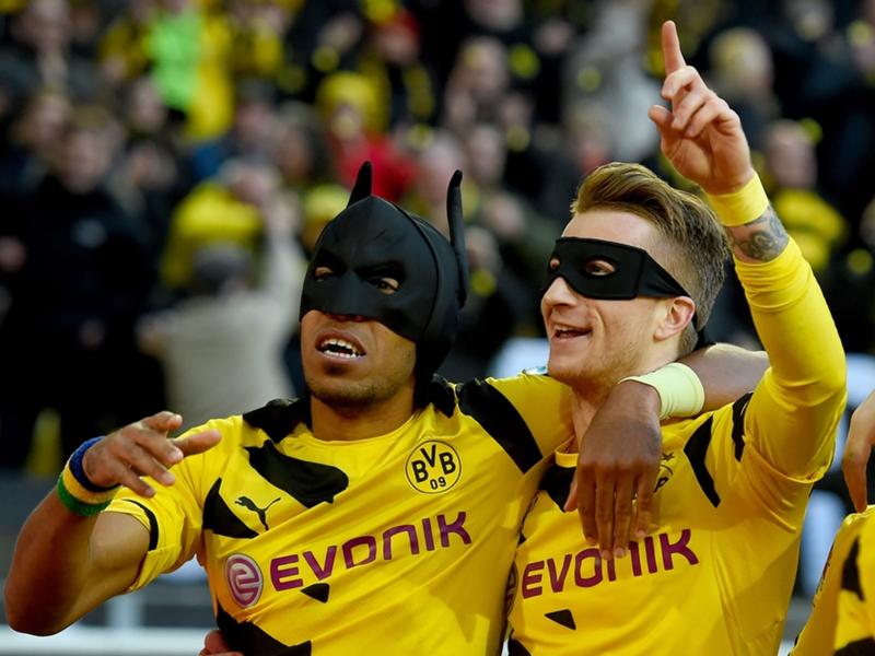 VIDEO: Batman & Robin Rayakan Gol Borussia Dortmund