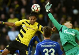 Hoch her ging es am 23. Spieltag der Bundesliga - und das nicht unbedingt nur mit Blick auf die Sprungstärke von Dortmunds Pierre-Emerick Aubameyang (l.), der gemeinsam mit Schalkes Keeper Timon Wellenreuther zum Ball fliegt. Hier kommen die besten Bil...
