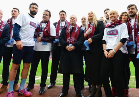 Jedinak helps to launch Tombides foundation