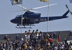 Un helicóptero de la policía mexicana se acercó demasiado a las tribunas del Estadio Olímpico de la Ciudad de México, durante el partido entre Pumas y América.