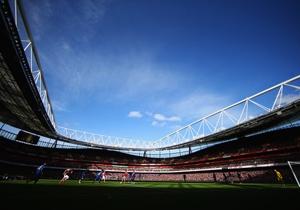Una vista general del Emirates Stadium mientras se juega el partido.