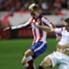 Ein Spiel geprägt von Zweikämpfen. Hier Atleticos Griezmann (l.) im Clinch mit Sevillas Krychowiak