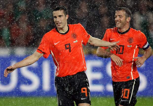 Netherlands forward Robin Van Persie expecting to meet Germany in World Cup 2010 final