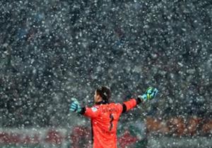 โอลิเวอร์ เบามันน์ เฝ้าเสาให้กับ ฮอฟเฟ่นไฮม์ ท่ามกลางสภาพอากาศหนาวเหน็บ และหิมะที่โปรยลงมา