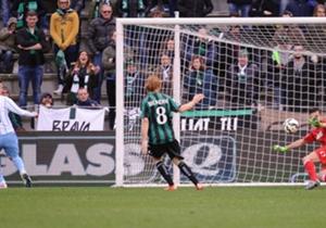 Ein weiterer Meilenstein einer großen Karriere. Beim 2:0-Sieg von Lazio Rom in Sassuolo erzielte Miroslav Klose seinen 300. Pflichtspieltreffer. Aus diesem Anlass blicken wir auf die denkwürdigsten Momente seiner Weltmeister-Karriere zurück.