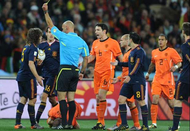 World Cup 2010: Premier League chief Richard Scudamore defends final referee Howard Webb