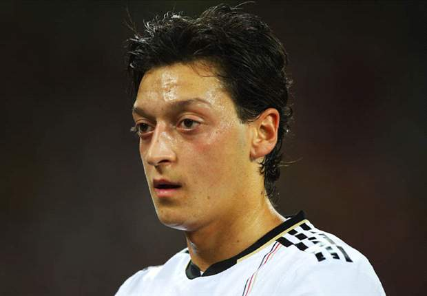 Mesut Oezil happy at Werder Bremen but tempted by a 'dream' move to Manchester United or Chelsea