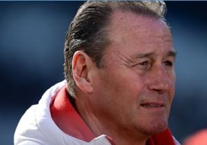 Huub Stevens steht vor dem Spiel gegen Hertha BSC unter Druck