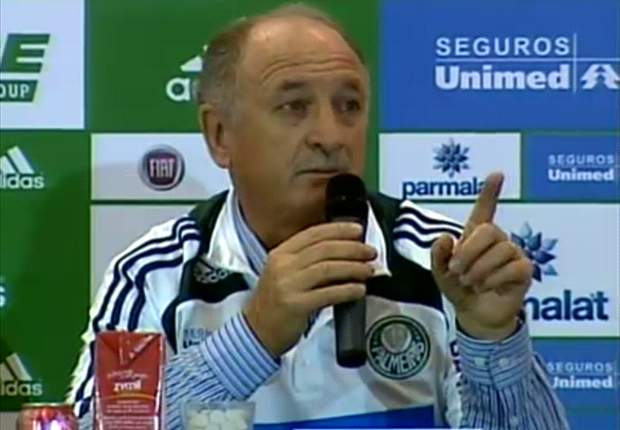 """Tirone acena com renovação de Felipão: """"ele mostrou interesse"""""""