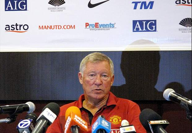 World Cup 2010: Sir Alex Ferguson Defends Howard Webb's Performance In Final