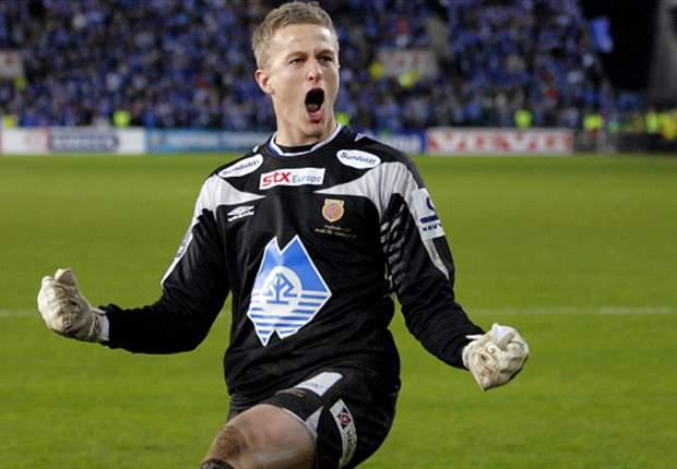 Manchester United goalkeeper Anders Lindegaard eyes first team place when Edwin van der Sar retires