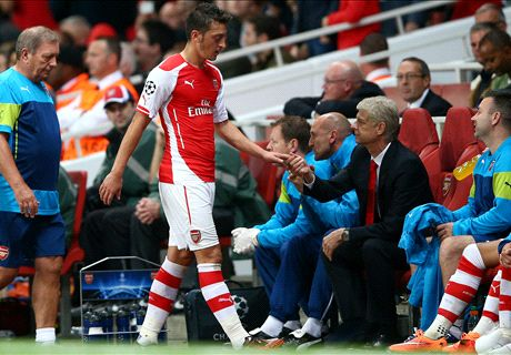 Wenger defends Ozil over Scholes jibes