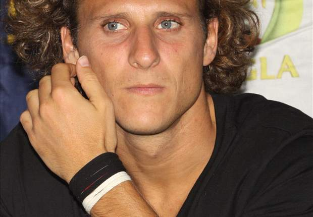 Manchester City & Tottenham target Diego Forlan insists he's staying at Atletico Madrid