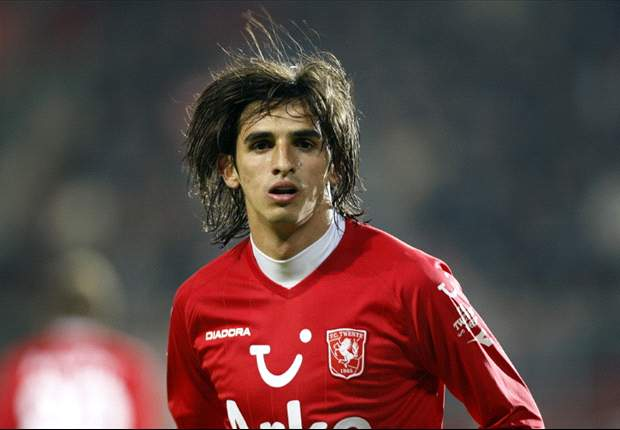 Twente star Bryan Ruiz shows again that he's too good for Tottenham Hotspur & should join a Champions League team instead