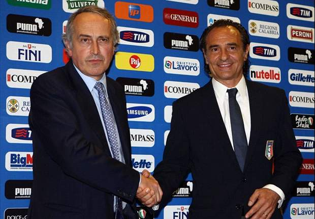 Cesare Prandelli seguirá como técnico de Italia hasta el 2014