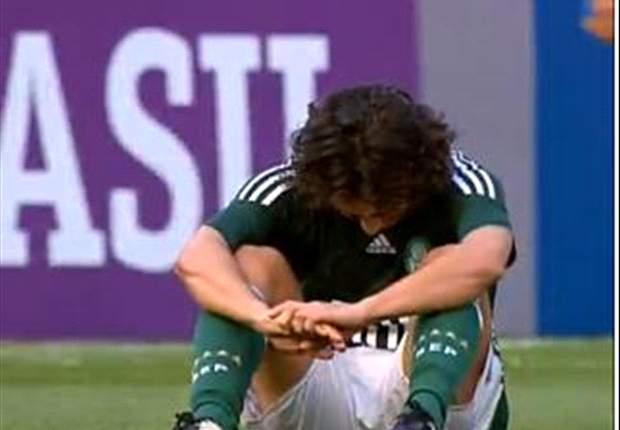 Pal:Valdivia se machuca e sai carregado de treino