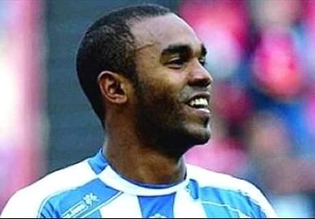 Fire sign striker Sinama-Pongolle