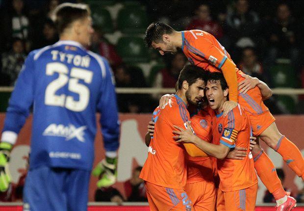 Elche 0-4 Valencia: Alcacer sends message to Del Bosque