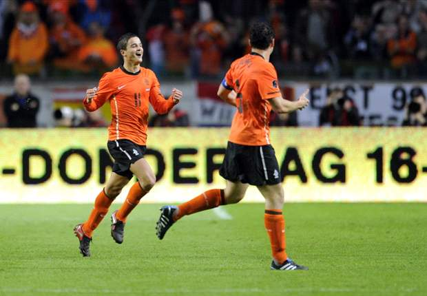 Netherlands 4-1 Sweden: Huntelaar And Afellay Fire Oranje To Comfortable Victory