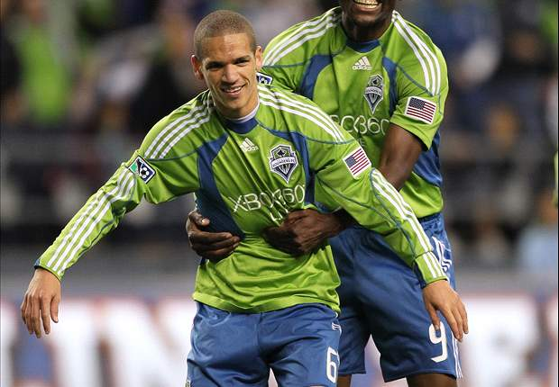 Seattle Sounders FC Sign Osvaldo Alonso To Extension