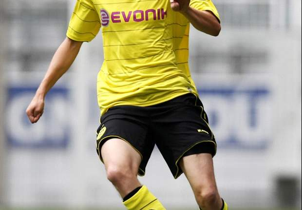 Borussia Dortmund Midfielder Kevin Grosskreutz Signs Contract Extension Until 2014