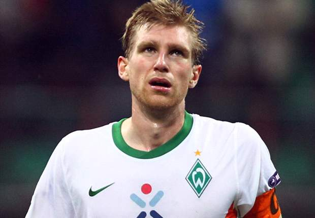 Arsenal close in on defensive double swoop as Germany's Per Mertesacker and Brazil's Andre Santos undergo medicals