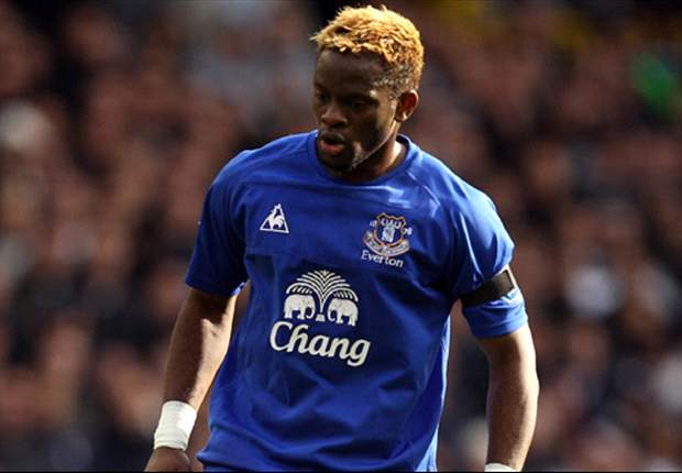 Everton manager David Moyes backs Louis Saha to overcome his goal drought