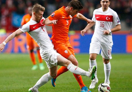 Huntelaar denies Turkey at the death