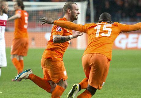Sneijder redt punt voor dramatisch Oranje