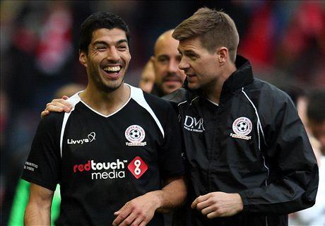 Henry, Gerrard, Balotelli, Suarez et les stars du match de charité à Anfield