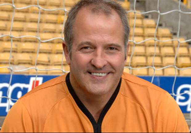 Former England & Wolves striker Steve Bull predicts all the weekend's Premier League results