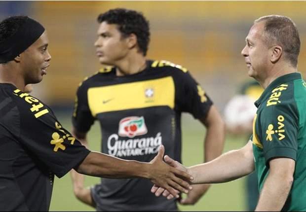 Mano Menezes Sanjung Ronaldinho