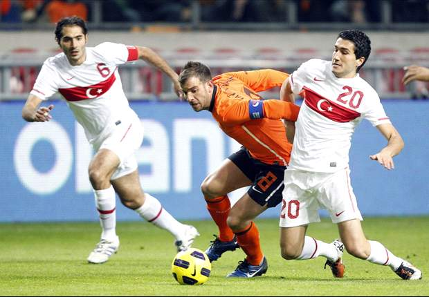 Netherlands 1-0 Turkey: Klaas-Jan Huntelaar Fires Oranje To Narrow Victory