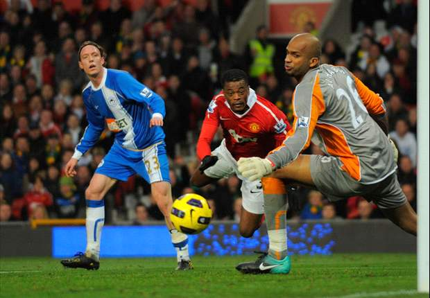 Manchester United 2-0 Wigan: Evra & Chicharito Move Red Devils Joint Top