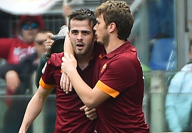 Roma 1-0 Napoli: Pjanic tightens Giallorossi grip on second place
