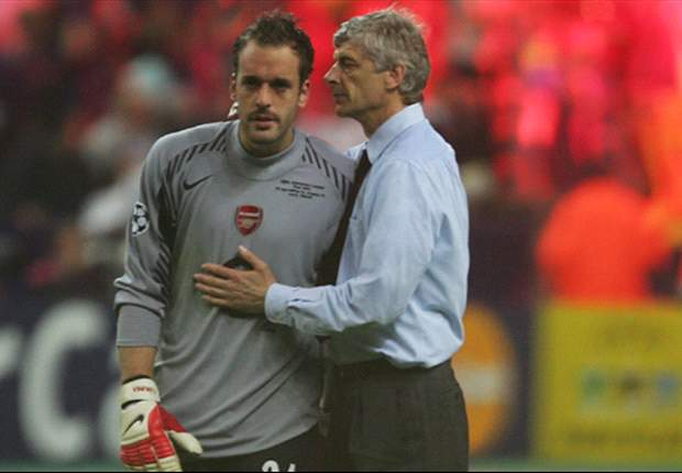 Arsene Wenger insists Arsenal will not sign another goalkeeper if Manuel Almunia leaves club