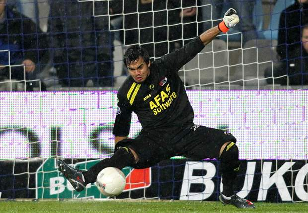 Galatasaray Keen On AZ Goalkeeper Sergio Romero - Report