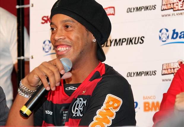 Gaji Empat Bulan Belum Dibayar, Ronaldinho Kesal