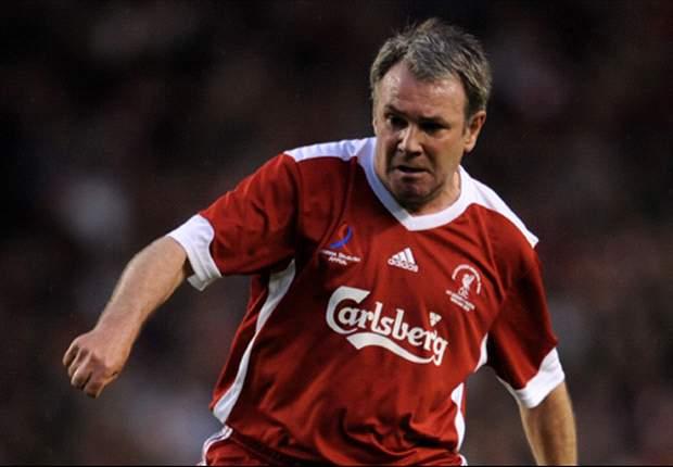 Former Liverpool midfielder Houghton blasts 'unacceptable' Oldham defeat